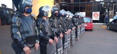 Ante protesta en Foz, antimotines resguardan puente de la Amistad
