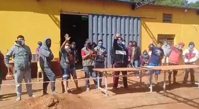Quemaron colchón para exigir traslado de personas que dieron positivo al Covid-19 en albergue de Caaguazú