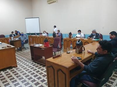 Junta Municipal pide renuncia al intendente Urbieta