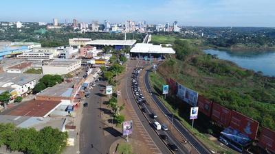 Brasileños marcharon pidiendo reapertura del Puente de la Amistad