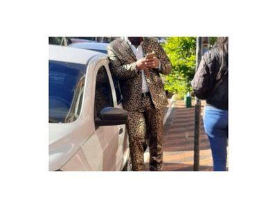 "Abogado acusó a fiscal de discriminarle por su traje ""felino"""