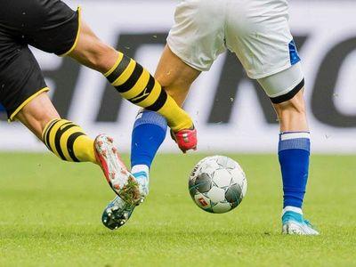 La Bundesliga anómala: más kilómetros recorridos y más faltas