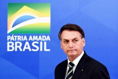 """Bolsonaro dice que la """"guerra"""" justifica uso de medicina sin eficacia probada"""