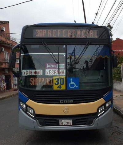 Analizan aumentar cantidad de buses y que usuarios viajen parados