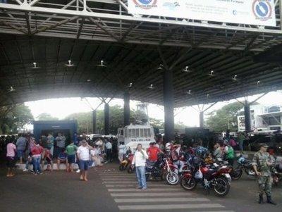 Miedo al contagio ahoga el comercio en la frontera entre Paraguay y Brasil