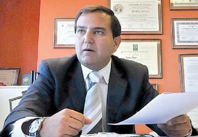 Abogado cree en complot de funcionarios del Ministerio de Salud contra Mazzoleni