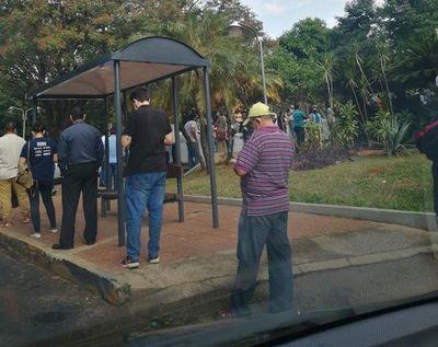 Largas filas para entrar a la Municipalidad de Asunción