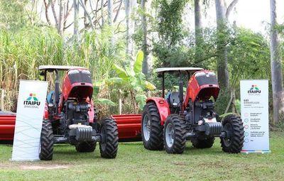 Entregan tractores para el apoyo a productores