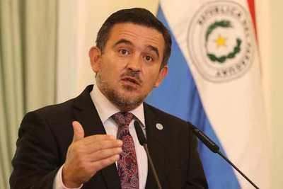 Senadores aprobaron voto censura a Petta