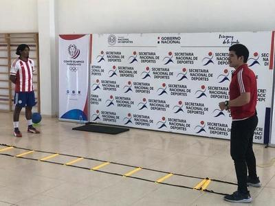 Campeón mundial de fútbol indígena enseña en forma virtual