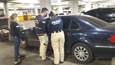 HOY / Estacionó su auto en el súper y al volver encontró a un hombre adentro