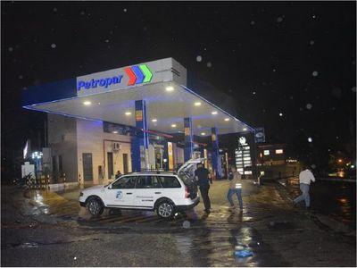 Delincuentes asaltan una estación de servicio en Fernando de la Mora