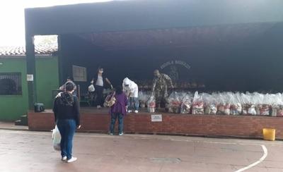 HOY / Hoy unas 42 instituciones educativas recibirán el kits de alimento escolar
