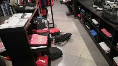 Roban prendas de tienda deportiva