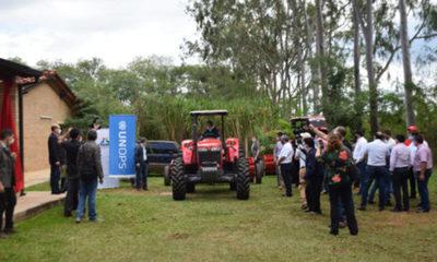 » Entregan tractores a comités de producción en Villarrica