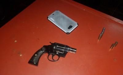 Tres asaltantes se llevan dinero, celular y una campera de frutería