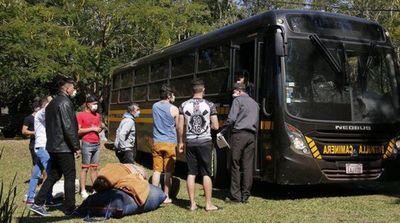 Unos 40 paraguayos llegan  desde Bolivia a los hoteles