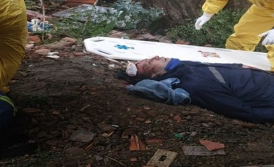 Hombre sufre lesiones en la cabeza tras caer de la cima de un árbol