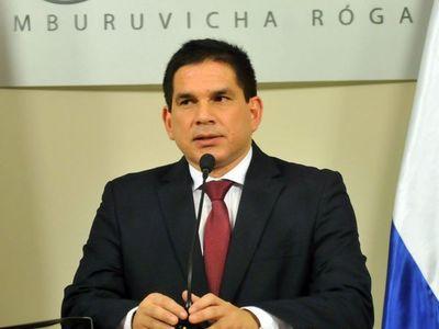 Prohíben al gobernador de Paraguarí acercarse a su doña tras denuncia de violencia