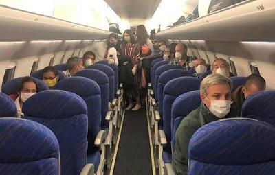 41 compatriotas llegaron desde Bolivia en vuelo solidario