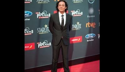 El actor Javier Enciso puso a la venta su traje, por motivos de 'Covid-19′