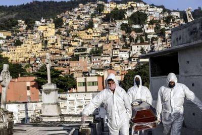 Con 965 muertes por covid-19 en 24 horas, Brasil alcanza 22 mil muertes