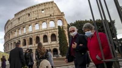 Aglomeraciones en la noche italiana en el primer fin de semana desconfinado