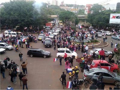 Esteños salen a las calles en apoyo al intendente Miguel Prieto