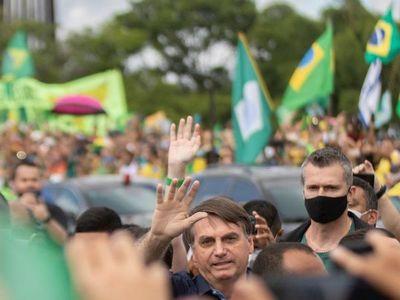 Bolsonaro ignora recomendaciones en multitudinaria manifestación