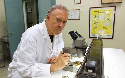 """Infectólogo argentino que declaró que Paraguay """"no sabe qué hacer con los cadáveres"""" señala que se confundió con Perú"""
