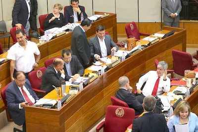Senadores quedan sin teléfonos corporativos – Prensa 5