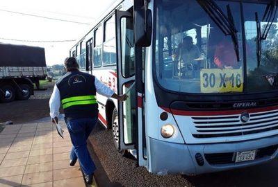 Buses podrán circular con hasta 10 pasajeros parados