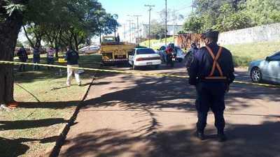 Choque frontal entre taxi y camión deja un fallecido en CDE