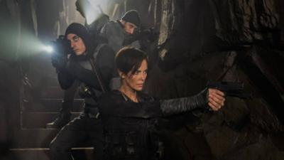 Mercenarios inmortales dan vida a nueva película en Netflix