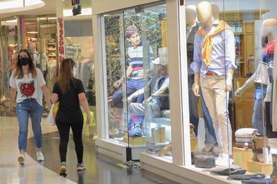Al menos 25.000 personas volvieron a sus trabajos tras la reapertura de centros comerciales