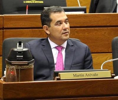 Senador colorado cuestiona recortes salariales en Binacionales y funcionarios antiguos