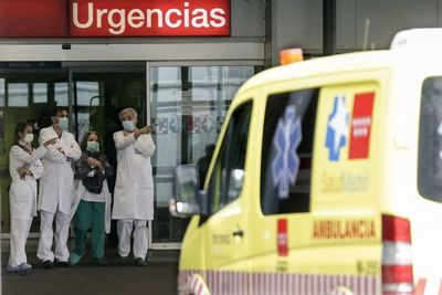 Contagios diarios de COVID-19 bajan a 552 en Argentina y las muertes son 467