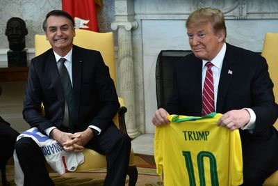 Bolsonaro imita a Trump, pero con menos límites frente a la pandemia