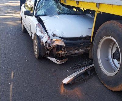 Taxista muere al estrellarse contra la parte  trasera de un camión de gran porte – Diario TNPRESS