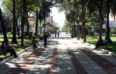 Las plazas y parques municipales aún no están habilitados