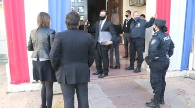 Fiscalía vicheó Salud por insumos truchos