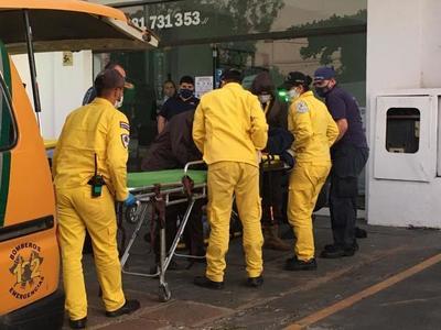 Obreros casi mueren electrocutados en Luque • Luque Noticias