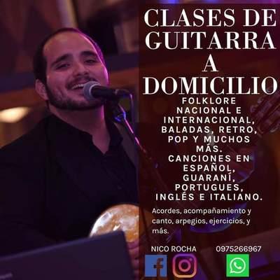 Para subsistir, joven artista ofrece clases de guitarra