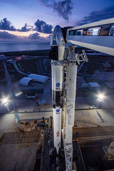 Space X tuvo que retrasar el lanzamiento de su primera misión tripulada al espacio