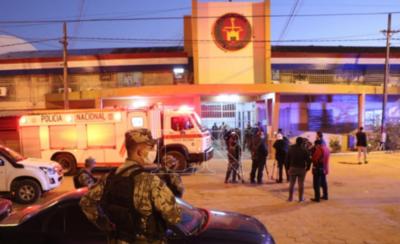 HOY / Presos se amotinan en Tacumbú y exigen la visita de sus familiares