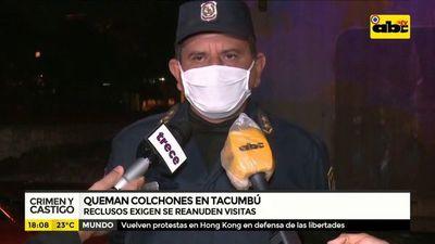 Reclusos queman colchones en Tacumbú