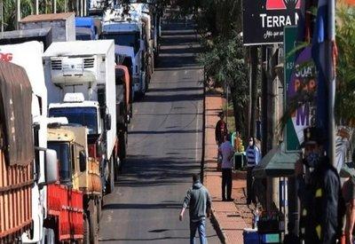 Camioneros denuncian largas filas y controles desmedidos · Radio Monumental 1080 AM
