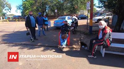 CAMBISTAS DE ENCARNACIÓN EN LA PRIMERA LINEA DE DESEMPLEO POR EL CIERRE FRONTERIZO