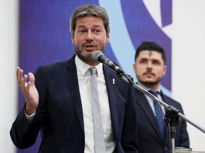 La vuelta del fútbol en Argentina parece lejana, según Lammens
