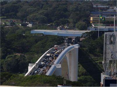 Brasil cambia horarios de salida de camiones por Puente de la Amistad